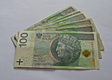 Wpuściła do mieszkania mężczyznę podającego się za pracownika administracji, straciła kilkadziesiąt tysięcy złotych