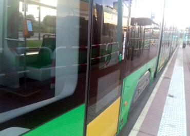 Kolizja na ul. Gwarnej, pojazdy zablokowały torowisko, tramwaje kursują objazdem
