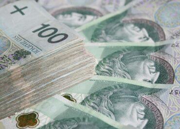 Pieniądze czekają na właściciela. Policjanci z Poznania szukają osoby, która zgubiła gotówkę