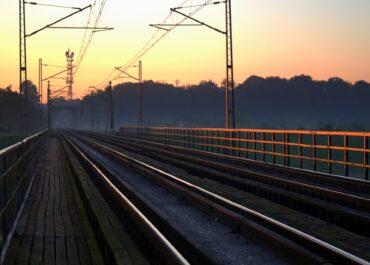 Koniec prac na trasie kolejowej Poznań-Wrocław już wkrótce. Podróż będzie krótsza i bardziej komfortowa