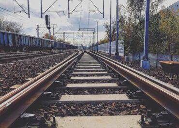 Trwa ustalanie okoliczności nocnego śmiertelnego wypadku w rejonie stacji Poznań Dębina