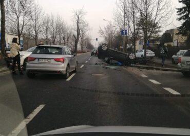 Dachowanie samochodu na ul. Polskiej