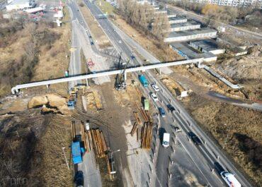 Stary wiadukt w ciągu ul. Kurlandzkiej zniknął w całości. Rozpoczęły się prace przy budowie nowego obiektu