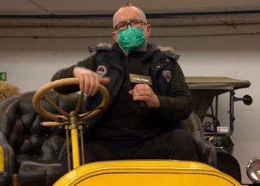 Gratka dla pasjonatów klasycznej motoryzacji. Ponad 100 zabytkowych pojazdów z różnych stron świata w muzeum w Poznaniu