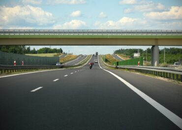 Kierowcy aut lekkich za przejazd autostradami GDDKiA wpłacili o 19 proc. mniej