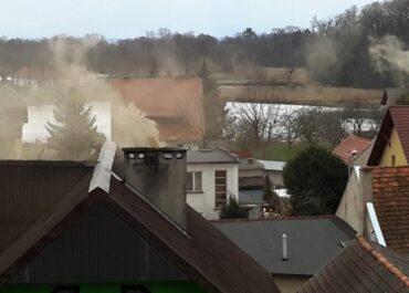 Zakaz ogrzewania domów kominkami i piecami, dla posiadających inne ekologiczne źródło ciepła!