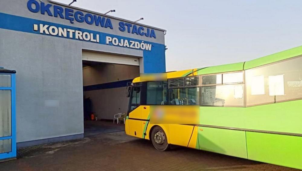 Niesprawny układ hamulcowy nie zniechęcił kierowcy autobusu do przewozu osób