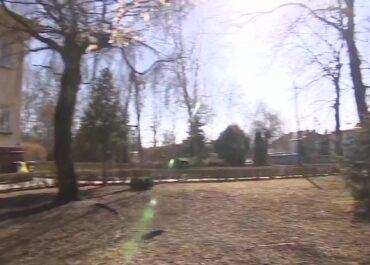 Zapadlisko w Wielkopolsce ogrodzone płotem. Zamknięto pobliskie przedszkole