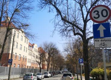 Kierowcy ignorują znaki i jeżdżą pod prąd na ul. Marcelińskiej