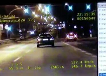 Bez uprawnień i prawie 60 km/h za szybko – pirat drogowy zatrzymany na ul. Niestachowskiej