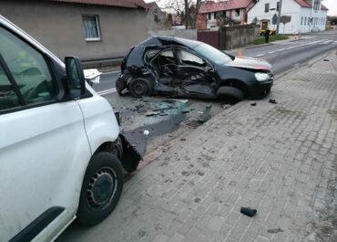 21 latek nie opanował samochodu, doprowadził do tragicznego wypadku
