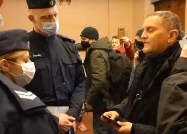 """""""Ja widzę zeszmatowanego zbrodniarza"""" – awantura księdza Woźnickiego w poznańskim sądzie"""