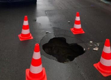 Zapadnięta jezdnia na ul. Polnej, policja zamknęła ulicę, duże korki w okolicy