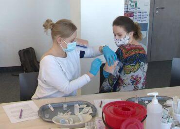 W Poznaniu przeszkolono kolejne grupy zawodowe, które będą mogły szczepić przeciw COVID-19