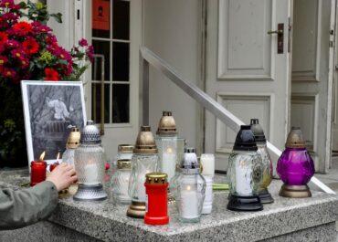 Poznań pamięta o Krawczyku. Dziesiątki poznaniaków oddały hołd artyście