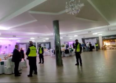 Policja przerwała wesele na którym bawił się 100 osób. (VIDEO)