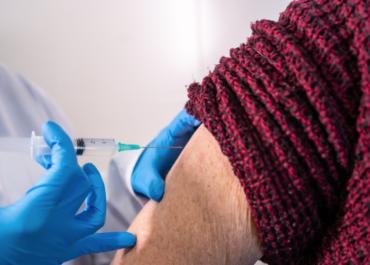 Pięć grup zawodowych będzie szczepionych przeciw COVID-19 priorytetowo