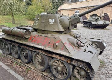 Wandale zniszczyli czołg na Cytadeli