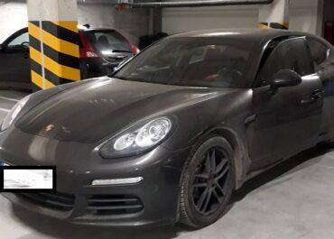Policja odzyskała skradzione Porsche. Dwóch złodziei nadal poszukiwanych