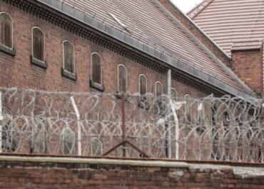 Szczepienia przeciw COVID-19 również w zakładach karnych, aresztach i szpitalach psychiatrycznych