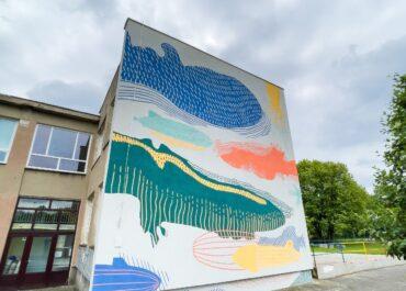 """""""Dzieci to mają wyobraźnię"""" – co najmłodsi widzą wśród malunków na nowym muralu w Poznaniu?"""