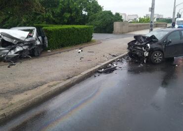Zderzenie samochodów na ul. Królowej Jadwigi