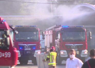 Ponad 20 zastępów gasiło wczorajszy pożar hali Bross. Co z zanieczyszczeniem powietrza?