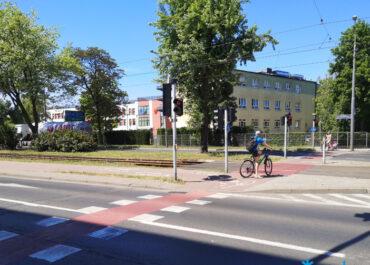 Piesi chodzili po przejeździe rowerowym, więc ZDM wybuduje przejście dla pieszych