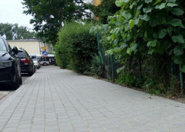 Kolejny fragment chodnika na ul. Tomickiego wyremontowany
