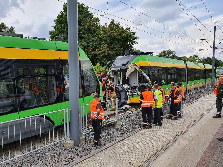 Zderzenie tramwajów na Rondzie Starołęka, kilkadziesiąt osób rannych (Aktualizacja)
