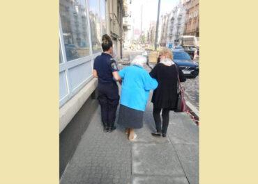 Seniorka błąkała się po Wierzbięcicach. Pomogła mieszkanka Wildy