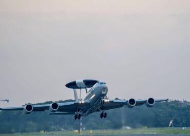 Awacs francuskich sił powietrznych wylądował na Ławicy