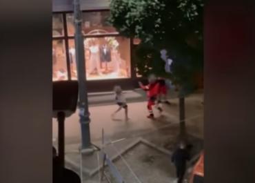 Szarpanina między ratownikiem a przechodniami na ul. Podgórnej. Policja szuka świadków zdarzenia