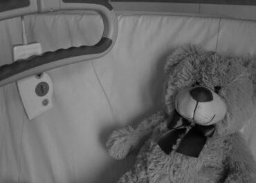 Nie żyje 2,5-letni chłopiec, który wypadł z okna przy ul. Gwarnej