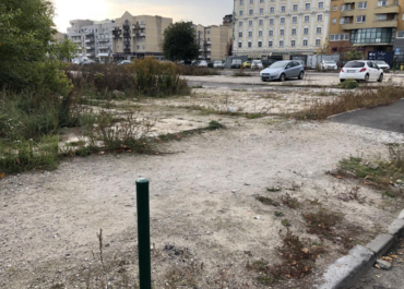 Strefa Płatnego Parkowania, parkingi buforowe i… nielegalny postój na byłym targowisku. System parkowania na Wildzie ośmieszony?