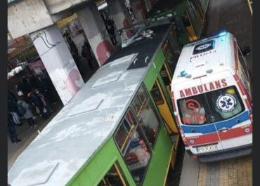 Zderzenie tramwajów na PST. Są ranni, ruch wstrzymany